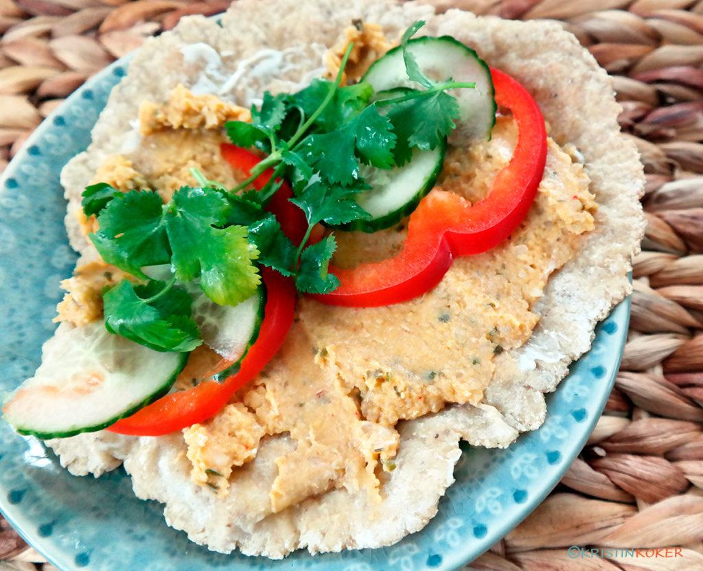 glutenfri chapati med hummus og grønnsaker