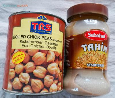 Ingredienser til hummus: kokte kikerter fra boks, merke TRS, tahini fra innvandrerbutikk, etnisk matbutikk.