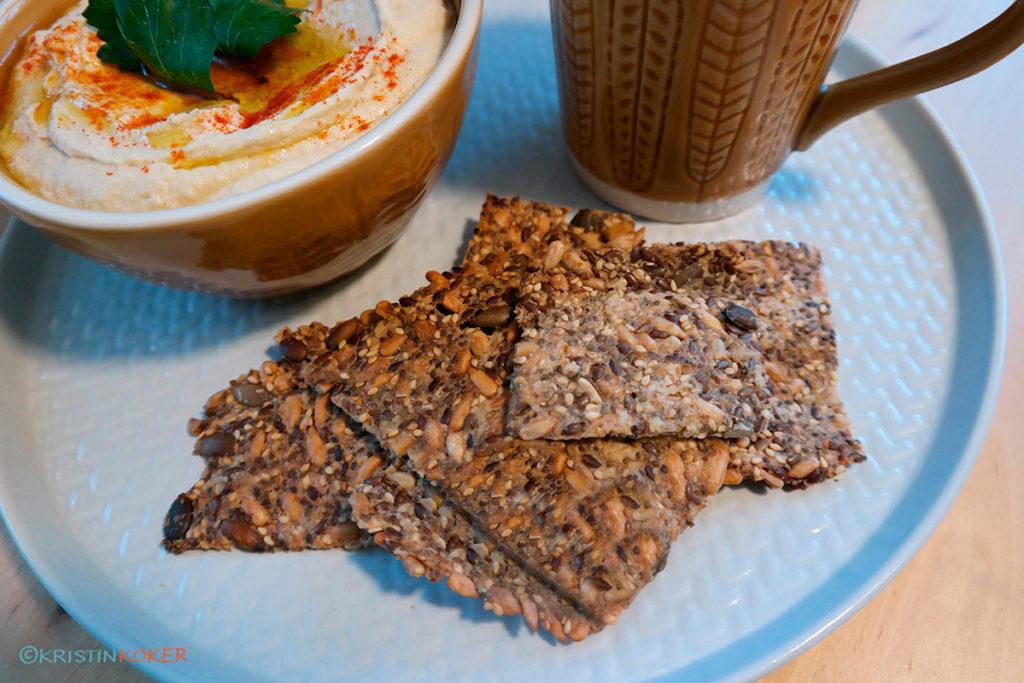 glutenfrie frøknekkebrød fra boka Ekte brød uten gluten og ferdige melmikser.