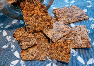 glutenfrie frøknekkebrød med havre, bokhvete og frø.