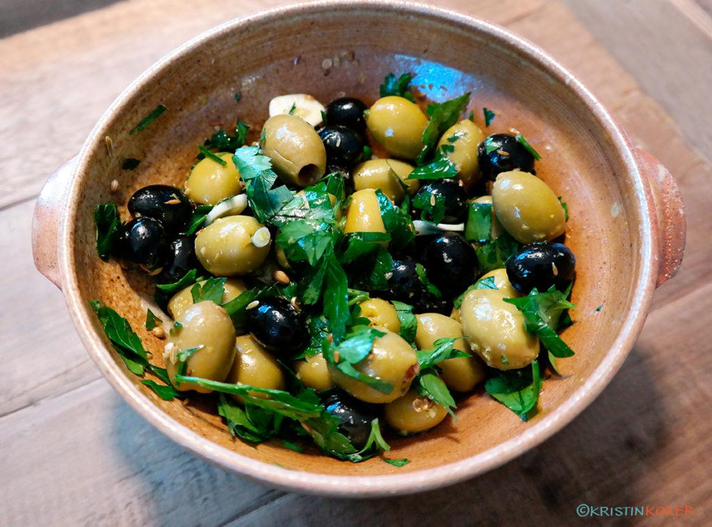 oliven marinert i sitron, koriander, persille og hvitløk.
