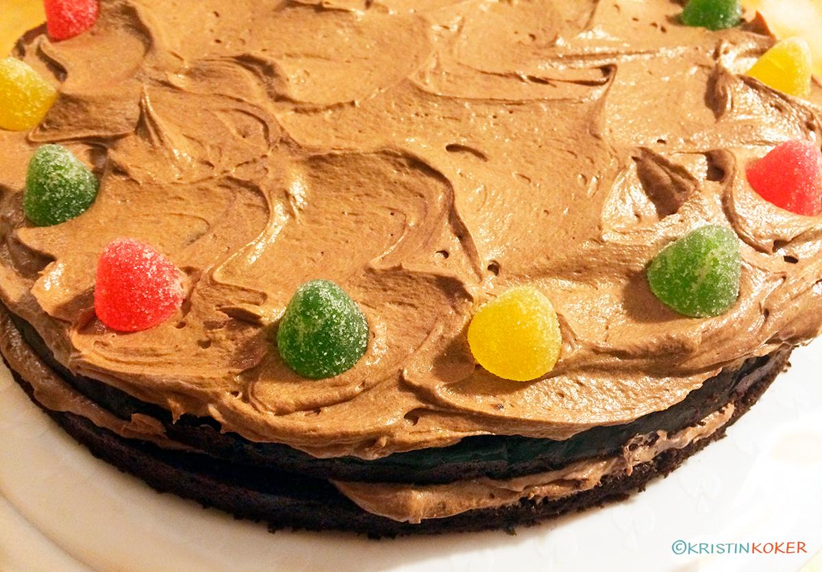 Tett og lett sjokoladekake med sjokoladesmørkrem