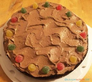 Tett og lett sjokoladekake med smørkrem, uten melk og gluten