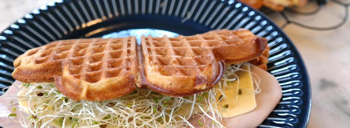 lunsjvafler med gulrot og ost