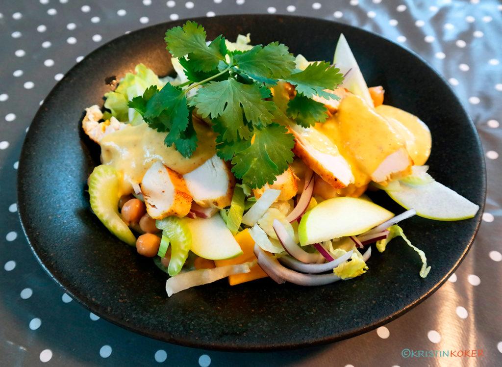 Kyllingsalat med mango og mangokarridressing