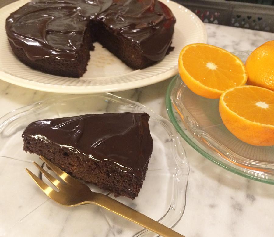 nigella lawson chocolate orange cake, sjokoladeappelsinkake uten gluten med kokt appelsin, med mandelmel.