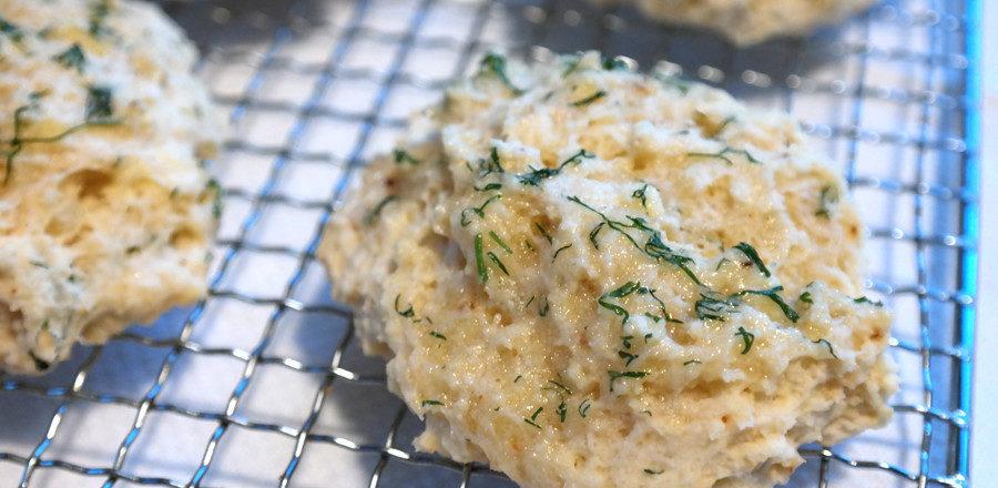 glutenfri osteboller, glutenfri ostescones, glutenfrie red lbster cheddar bay bisquits, copycat oppskrift, ostescones uten gluten og melk, melkefri og glutenfri scones til suppe og salat