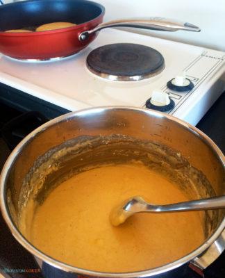 enkel pannekakerøre i kjele, stekt på kokeplate i feriehytte, glutenfri og melkefri.