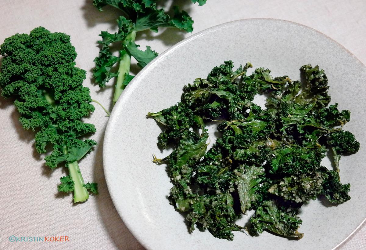 Hjemmelagde grønnkålchips er sunne, sprø og kjempegode.