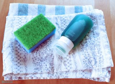 oppvaskmiddel og skuresvamp til hyttetur