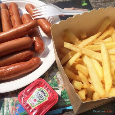 glutenfri pommes frites og grillede pølser i Fårup sommerland