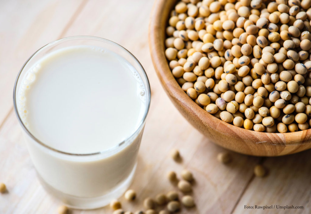 Soy milk and soy beans_Rawpixel by Unsplash.com