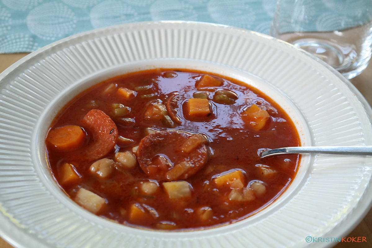 Spansk kikertsuppe med krydret pølse