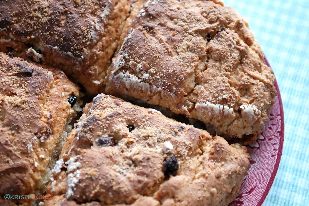 glutenfrie scones med frukt og nøtter