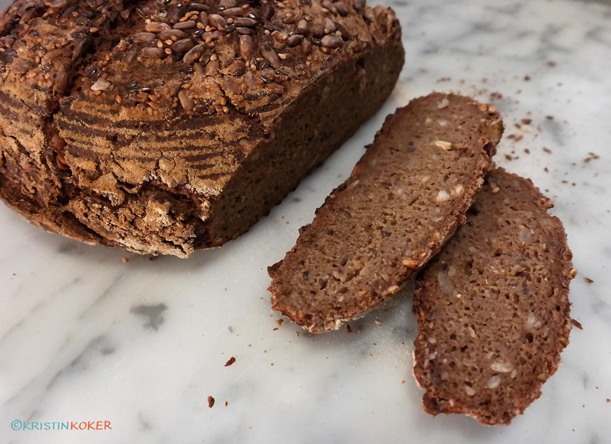 mørkt glutenfritt grytebrød med maltet smak